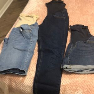 Maternity jeans and shorts as lot.